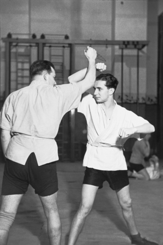 "Herbert Sonnenfeld, Jiu-Jitsu training in the hall of the Jewish Box Club ""Berlin"", probably in January 1936."
