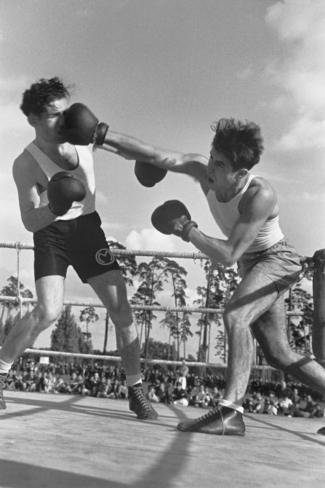 Herbert Sonnenfeld, boxing bout between the boxers Neumann and Nebel during the International Football and Handball Blitz Tournament of the Jewish Sports Club Berlin (JSK), Berlin August 1936.