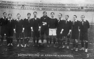Gottfried Fuchs (fourth from the left) as a member of the south german reprasentative team, probably 1912.