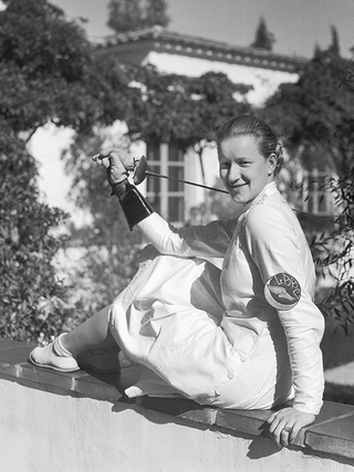 Helene Mayer during her studies at Scripps College in Los Angeles in 1934. Although her U.S. American teammates advised her not to play for the Nazi regime, Helene Mayer entered the 1936 Olympic Games in Berlin and won the silver medal for Germany.